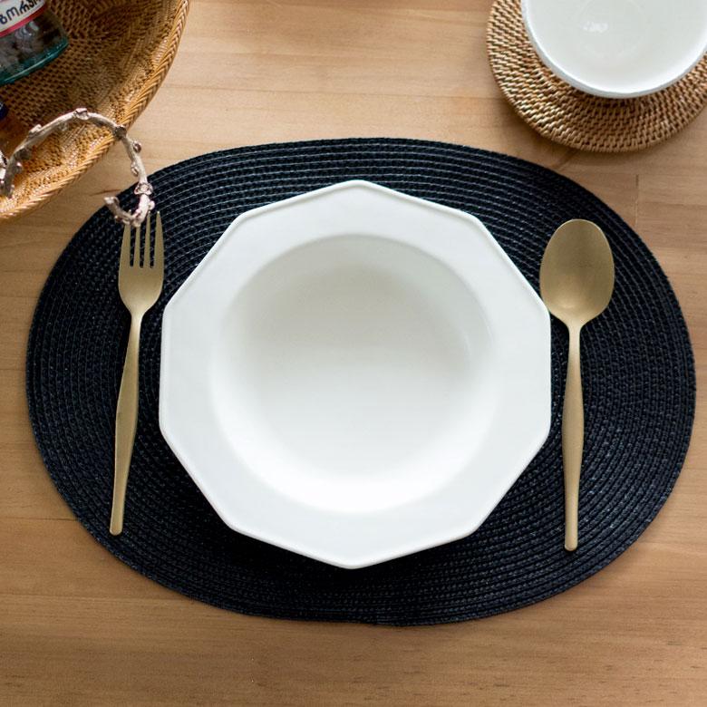 ワンプレートなど丸皿と合わせて。シンプル&万能なランチョンマット。