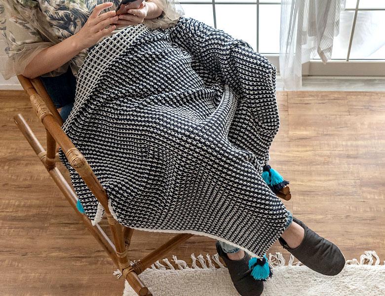 ひざ掛けやソファカバーとして、マルチに使える100×140cmサイズ