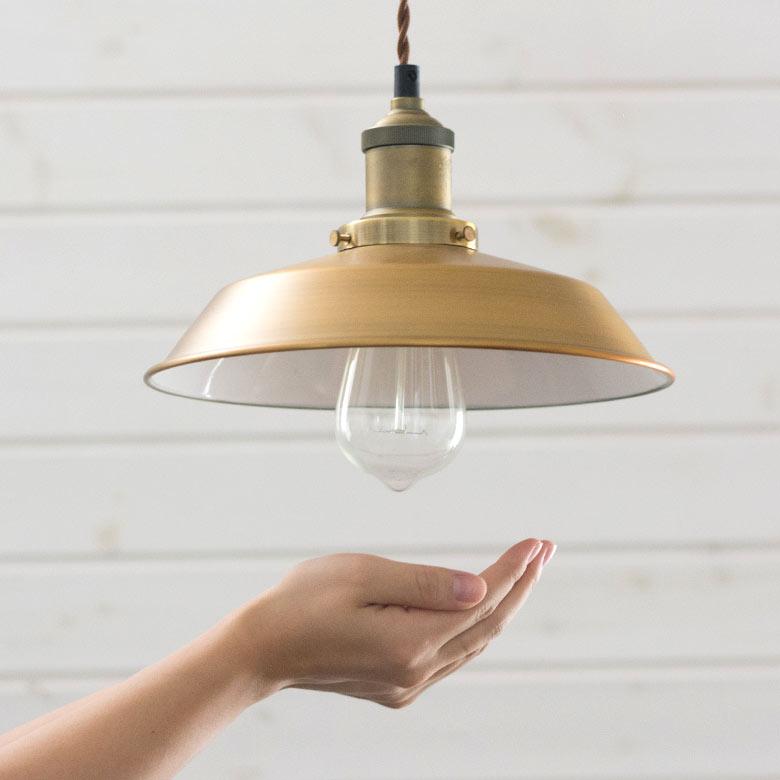 長く張り巡らされたフィラメントが、美しく光るエジソン電球付き