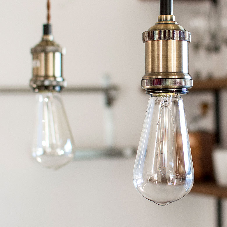 リビング・玄関・キッチンなど、吊るす場所を選ばないシンプルなデザイン