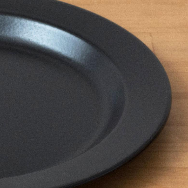 ホーローと鉄(素材)の密着度はきわめて高く、耐久性に優れています