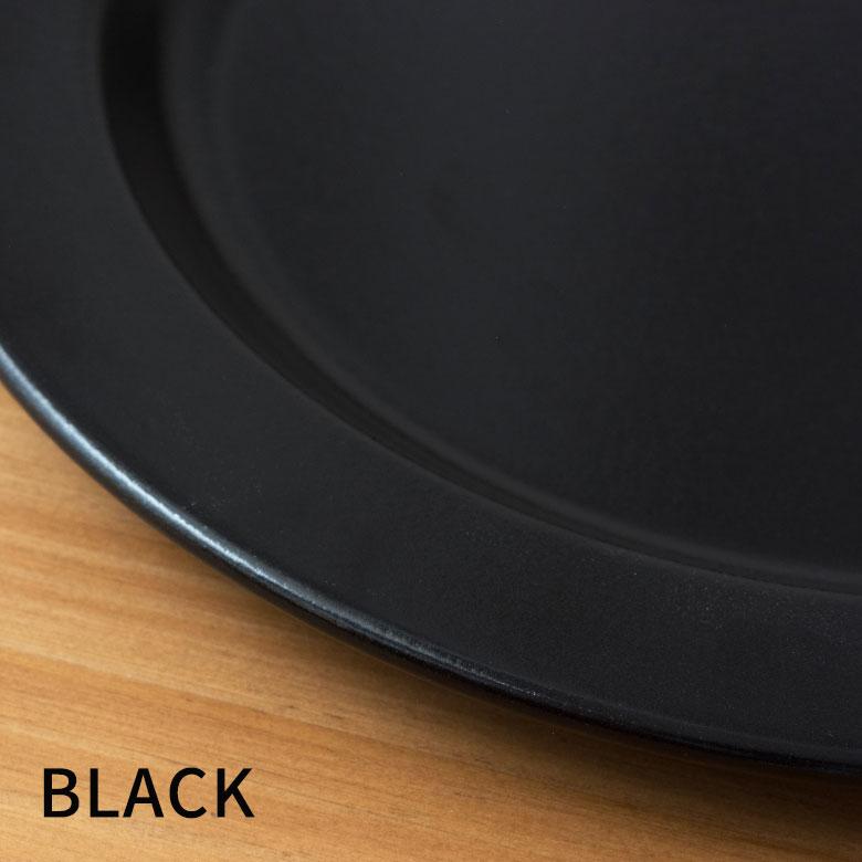 カラフルな料理が映える黒
