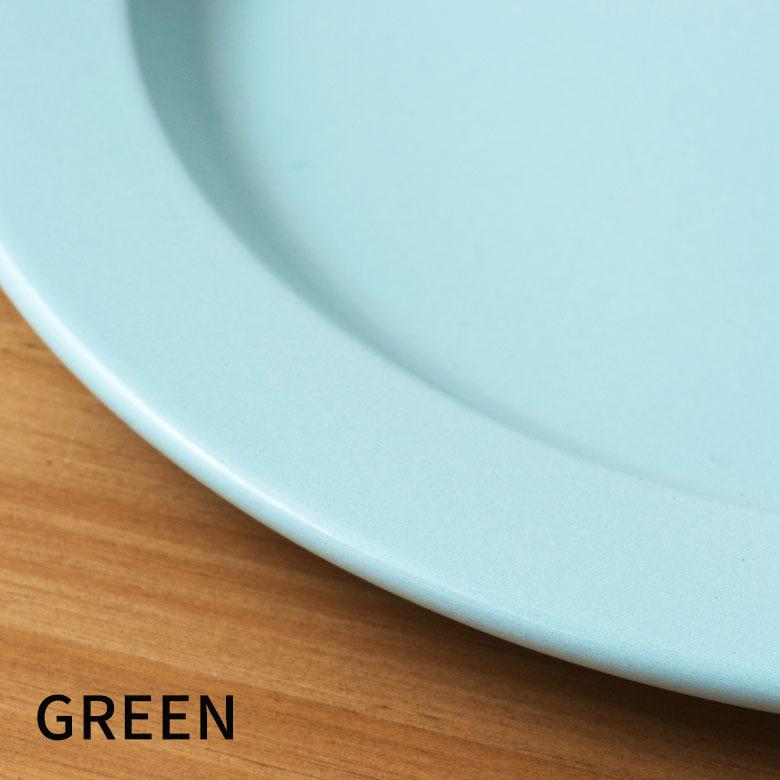アウトドアシーンになじみやすいグリーン