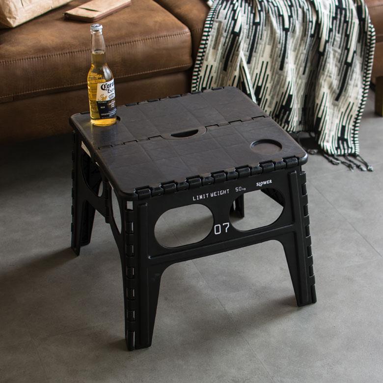 アウトドアにも便利な折り畳みテーブル