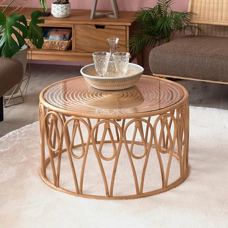 ラタンでできたセンターテーブル。
