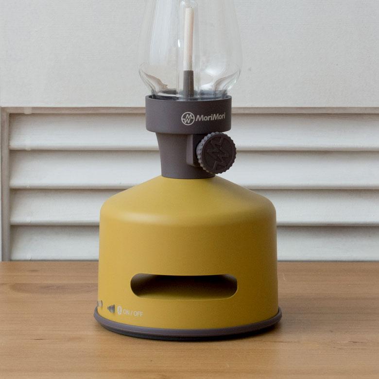 落ち着いたカラーの土台は、室内のインテリアによく馴染みます。