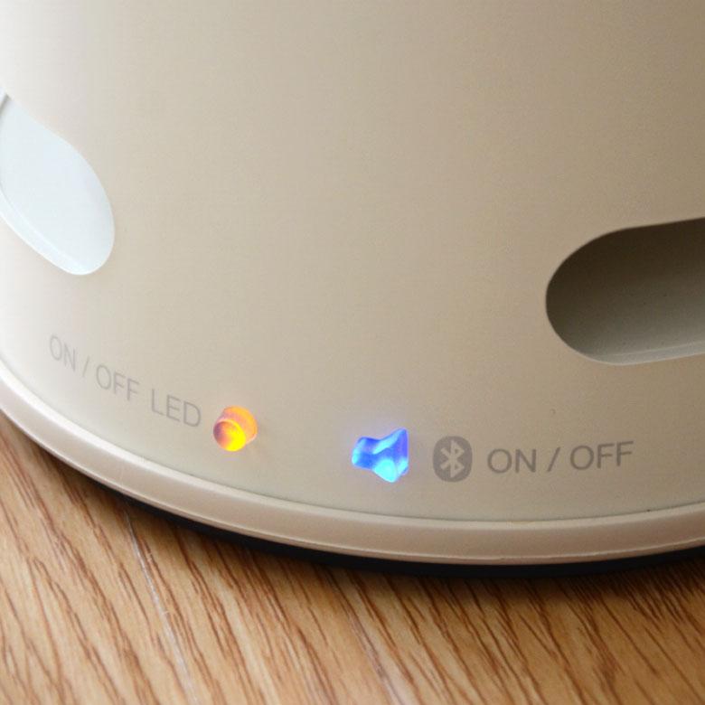電源は黄色・bluetoothは青色のランプでON/OFF表示