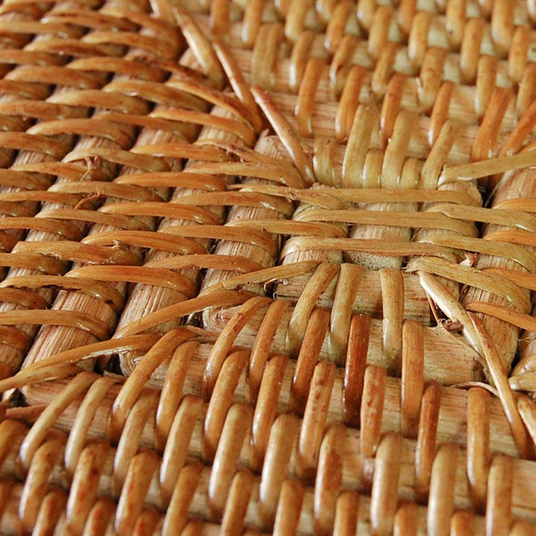 職人さんが丁寧に編み上げたコースター