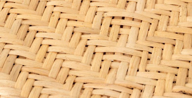 丁寧な仕上がりの編み目が美しいラタンの座面