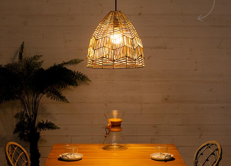 陰影が美しいランプシェード