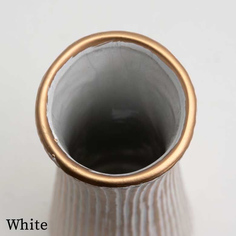 ホワイトカラーの縁はゴールド