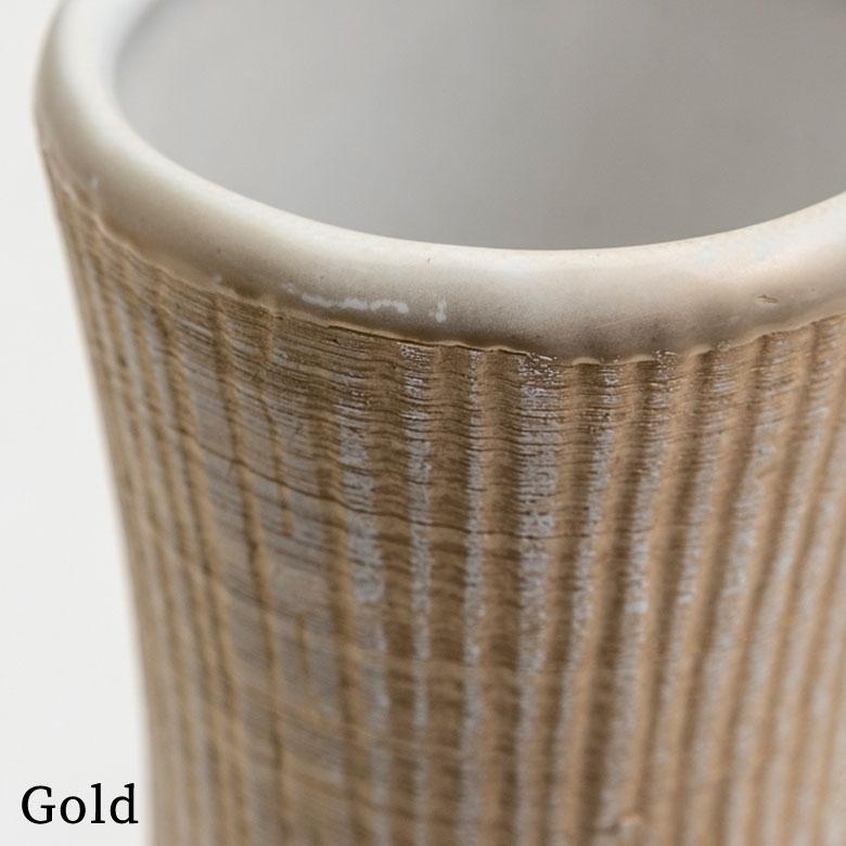 ゴールドは、ランダムに入れられた筋の部分が金
