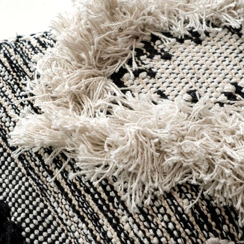 ぎゅっと繊維を詰めて織られていて、さらっとした肌ざわり