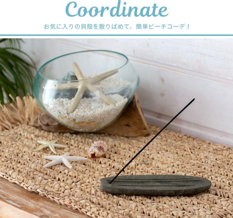 お気に入りの貝殻を散りばめて、簡単ビーチコーデ!