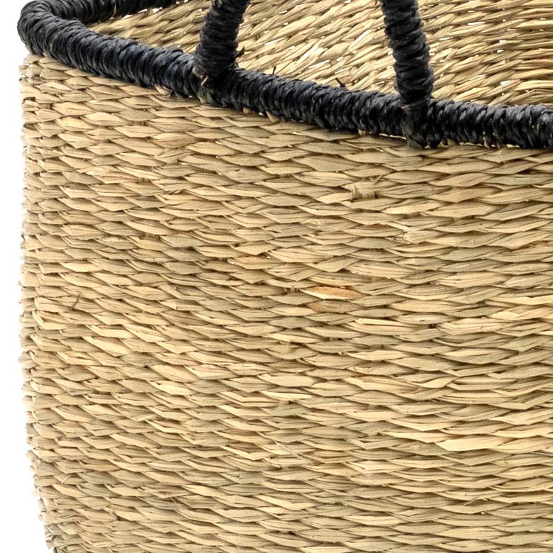 ベトナムの職人によりひとつずつ丁寧に編まれています