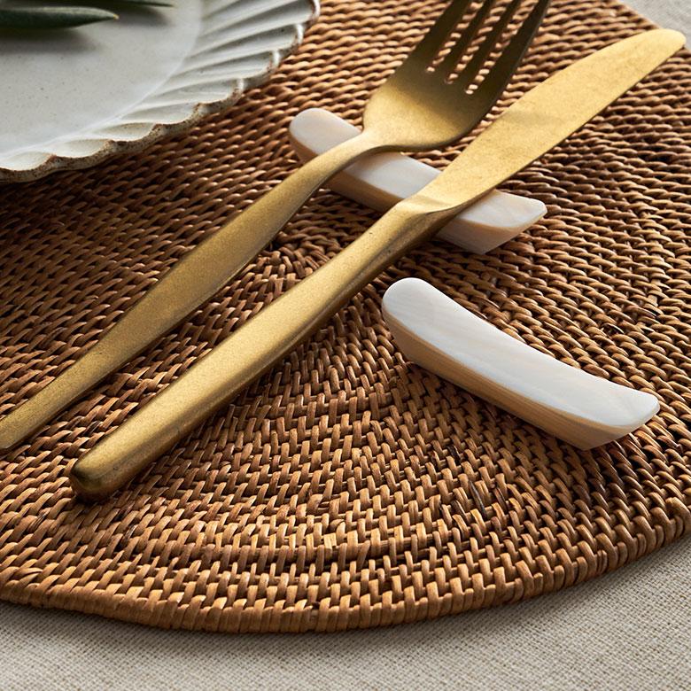 シンプルなデザインなので和洋問わず、いつもの食事から特別なディナーまで幅広く活躍
