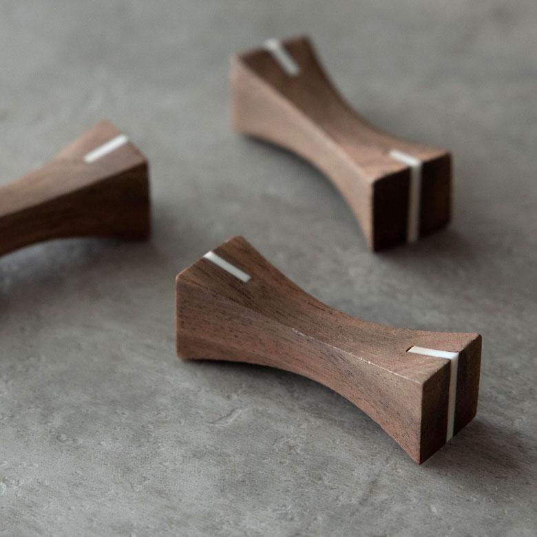 三大銘木のひとつであるウォルナットを使用