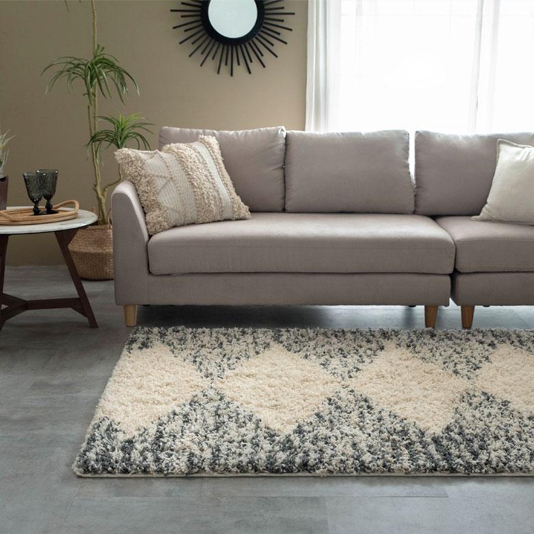 2人掛けから3人掛けソファ前に敷くのにちょうど良いサイズ