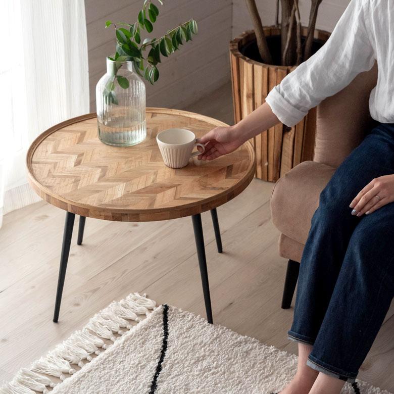 ヘリンボーン模様のローテーブル