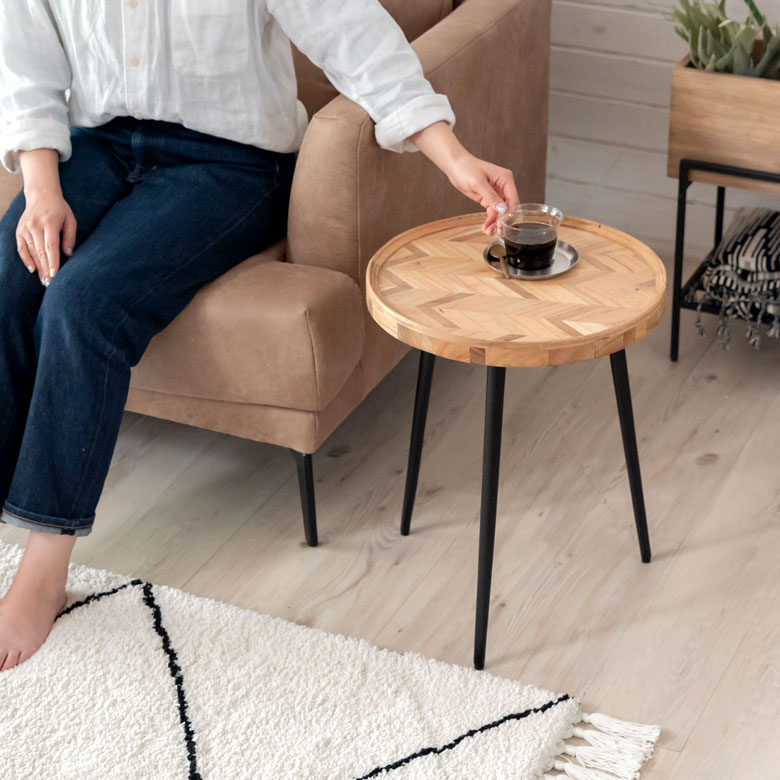 ヘリンボーン模様のサイドテーブル