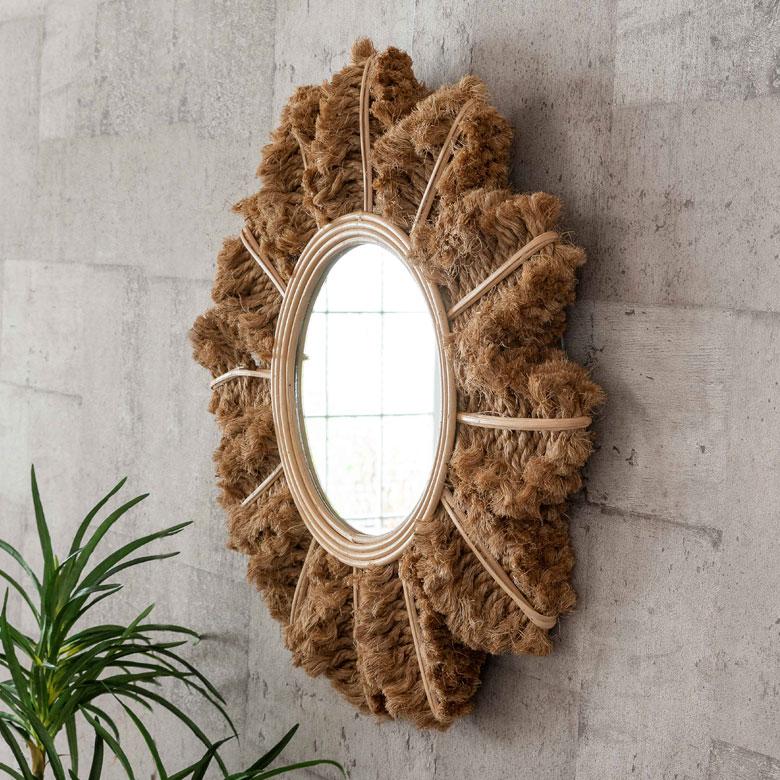 横から見ても、ふわっとボリューム感のある表情で、壁を飾ってくれます