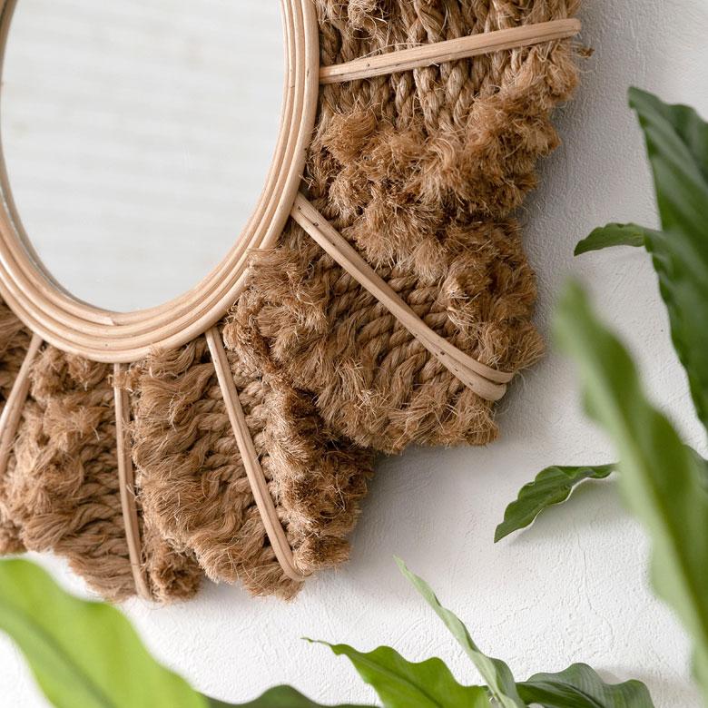ロープ状に編んだ麻で周りをデコレーションしたデザイン