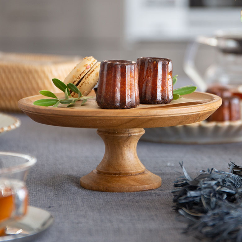 高さがあるので卓上に立体感が生まれ、お菓子やケーキを並べるだけで華やかに。