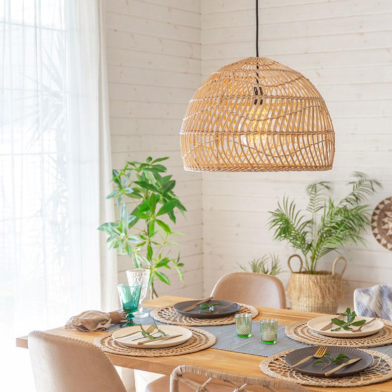 自然素材ならではの素朴な雰囲気のランプシェード