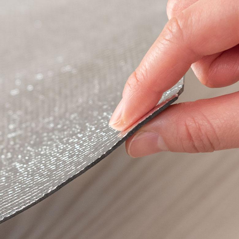 厚さ2mmの薄型なので、ハサミで簡単カットができるアルミシート