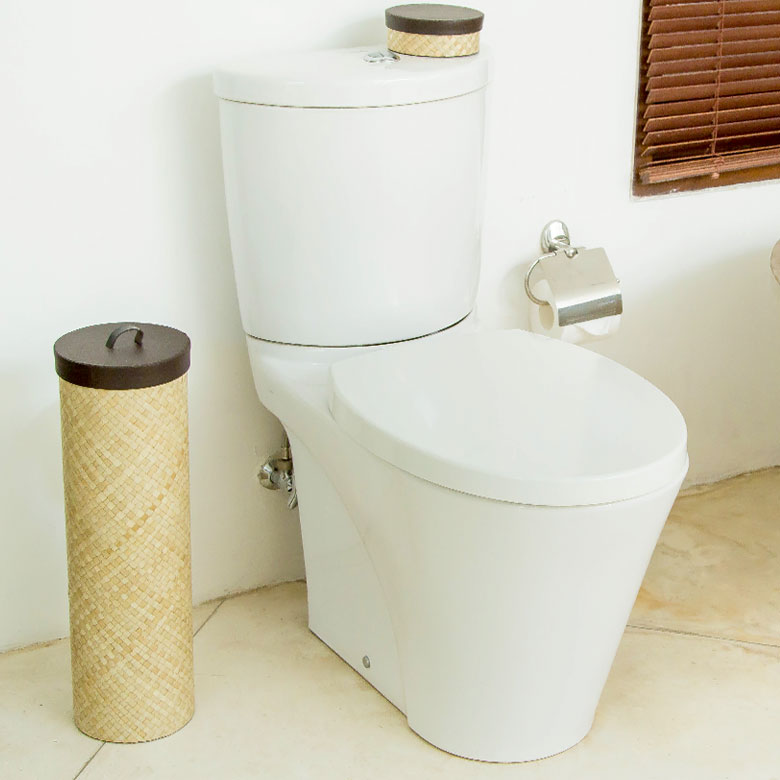 トイレットペーパーをストックできる収納スタンド。