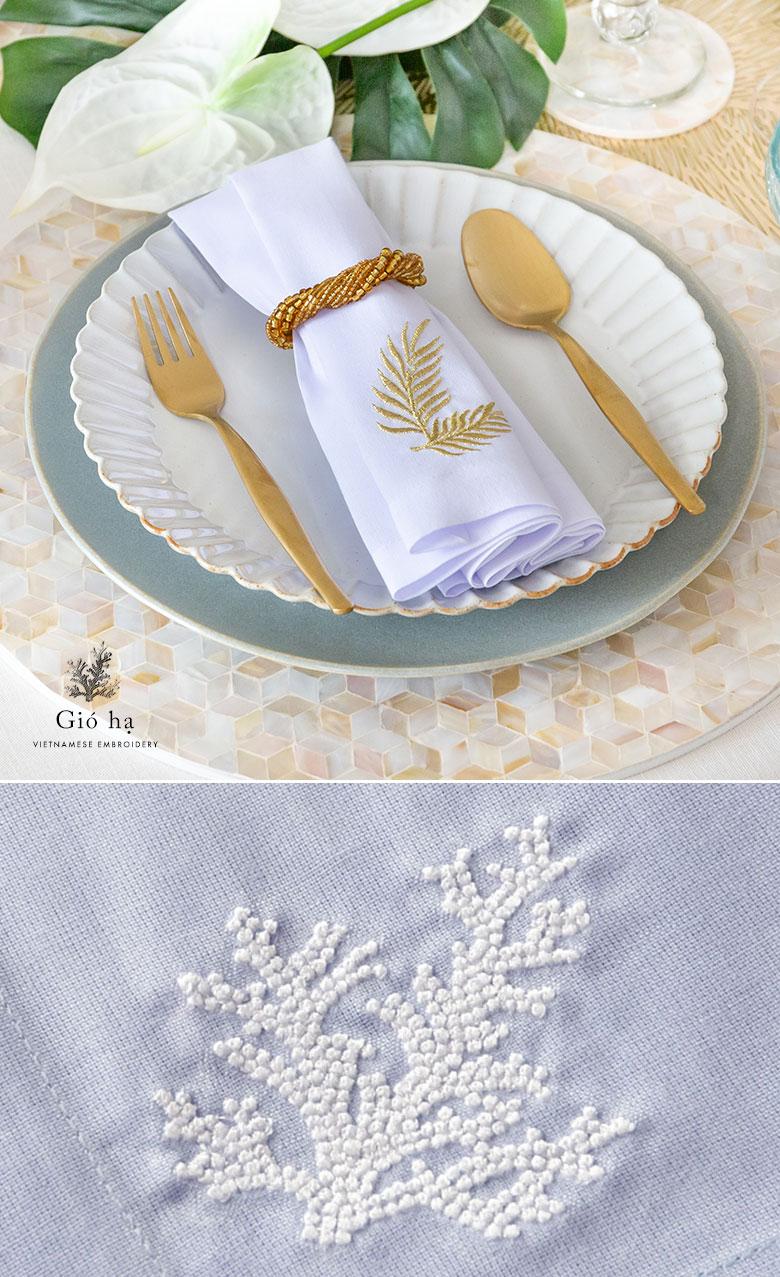 ベトナム刺繍 オリジナルナプキン アイボリー。ライトブルー。