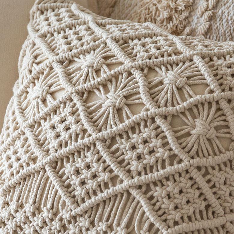 しっかりとした素材の、インドコットン100%のロープで編んでいます。