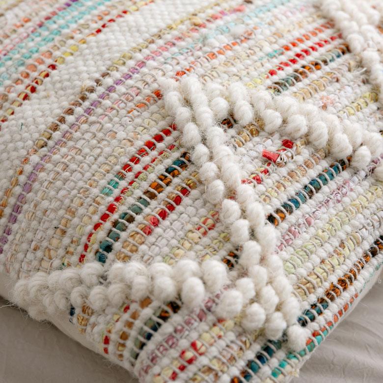 ポコポコとした編み目が何とも愛らしいデザイン。