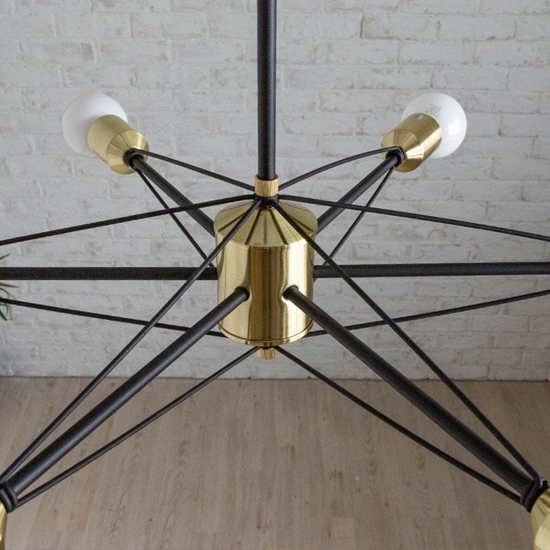 人工衛星のようなデザインのインテリア照明