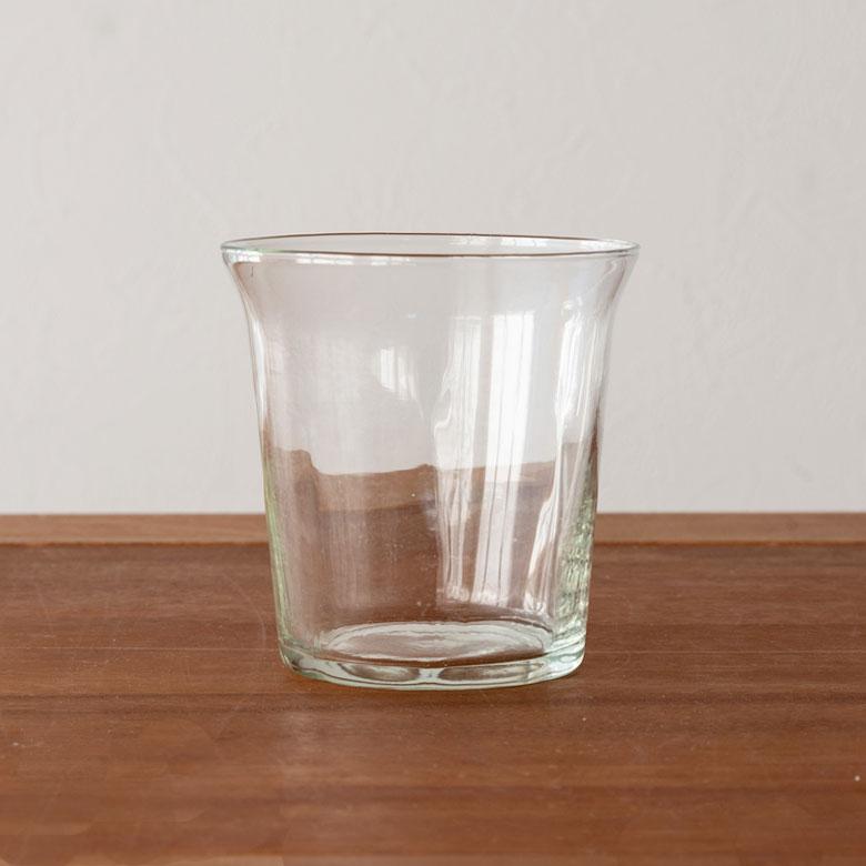 シンプルなガラス製タンブラー