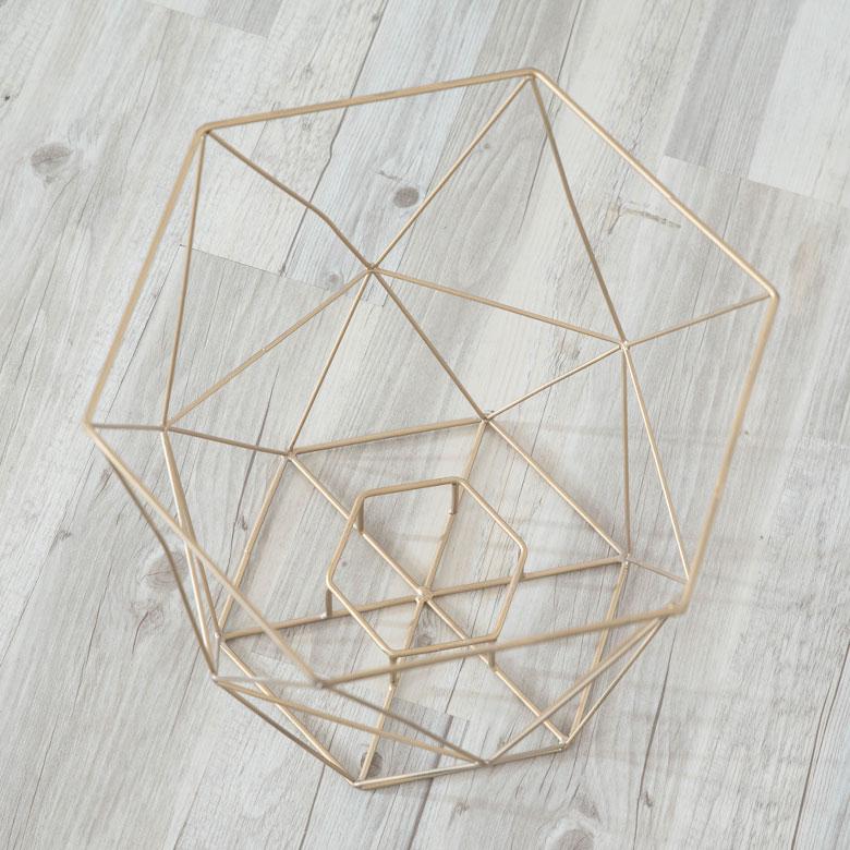 シンプルなワイヤーデザイン