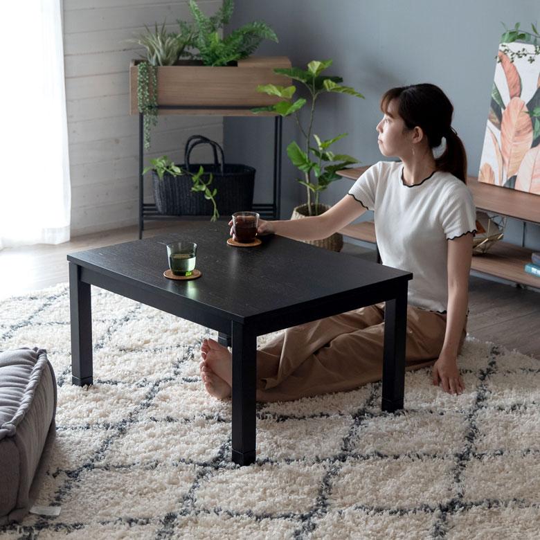 コンパクトな木製こたつテーブル