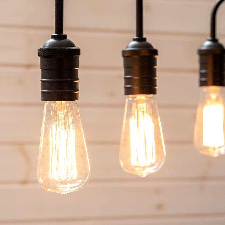 シンプルなソケットランプ型 3灯シーリングライト