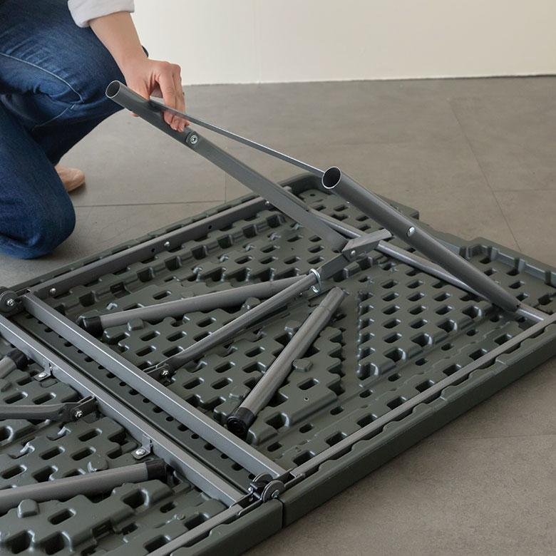 折りたたみ式アウトドアテーブル[ブラック/オリーブ]