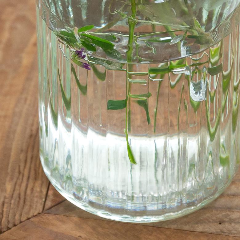 光の反射が綺麗な花瓶
