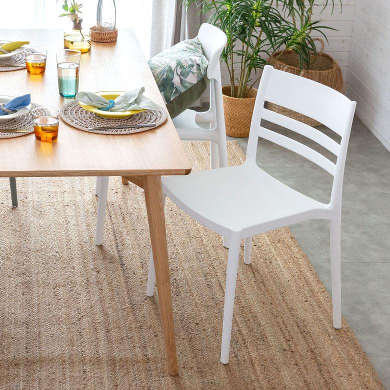 木製のテーブルと合わせることも。